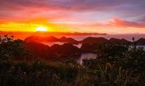 Thưởng ngoạn cảnh bình minh rực rỡ trên vịnh Hạ Long