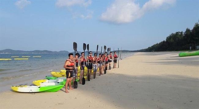 Cuộc đua thuyền của các du khách